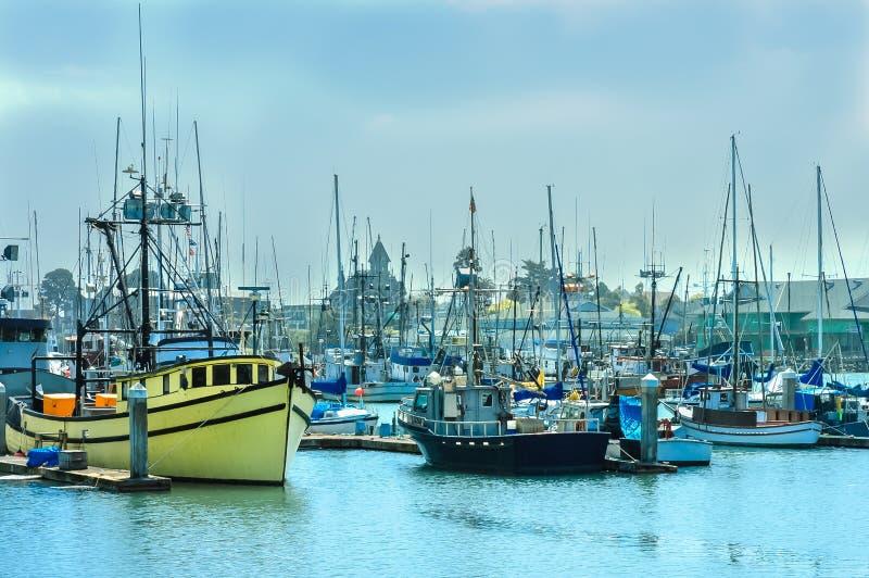Barcos en puerto deportivo fotografía de archivo