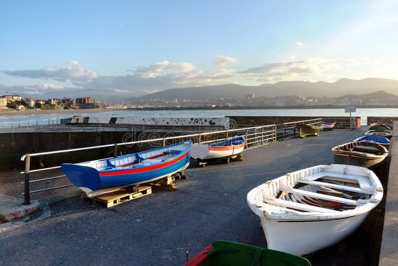 Barcos en Puerto Viejo. País vasco, Guecho, España. imagen de archivo