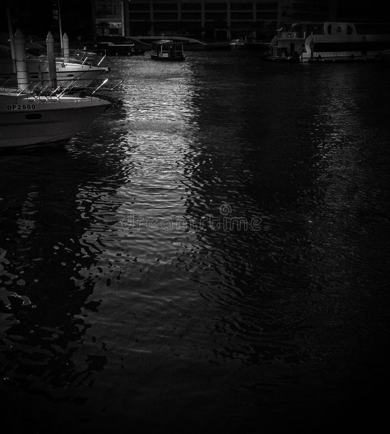 Barcos en un lago cerrado fotografía de archivo libre de regalías