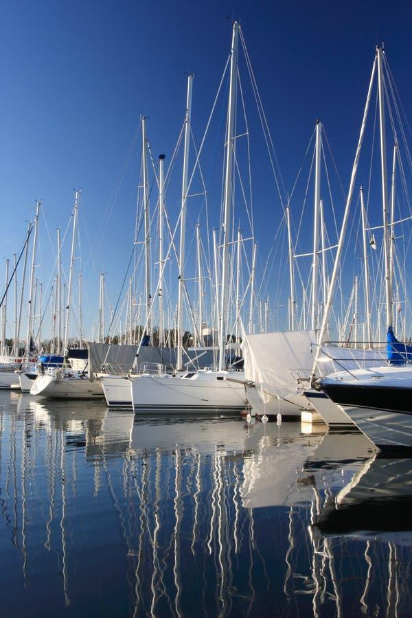 Barcos en un puerto deportivo fotos de archivo libres de regalías
