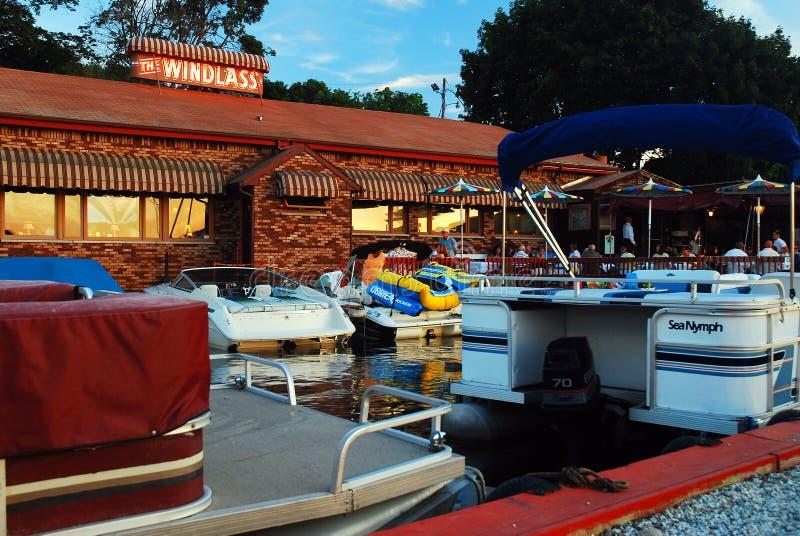 Barcos encaixados na hora do jantar imagem de stock