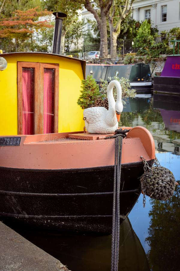 Barcos estrechos en poca Venecia Londres, 2017 imagen de archivo