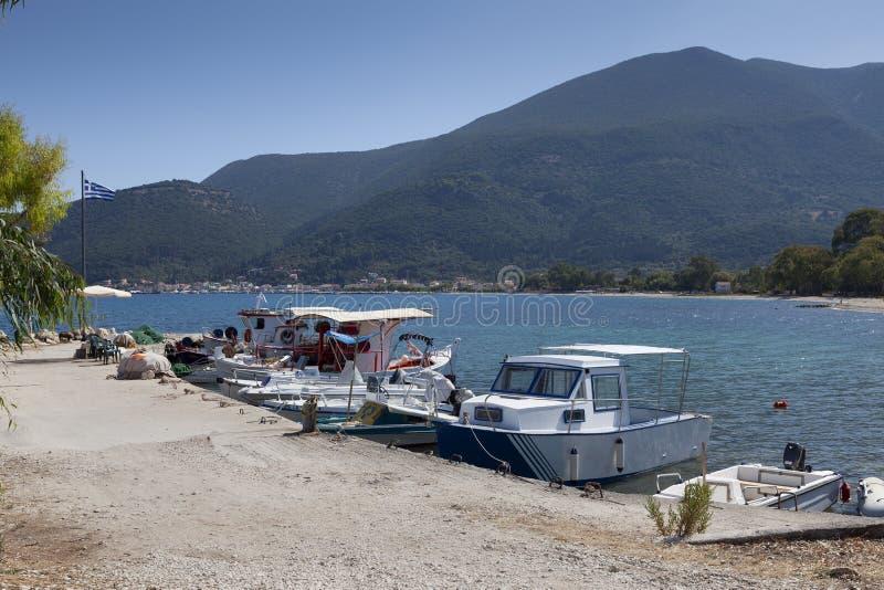 Barcos griegos de pesca y recreo foto de archivo libre de regalías