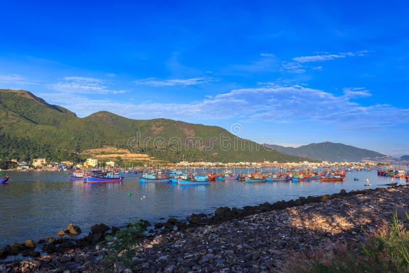 Barcos locales en la mañana en Vietnam fotos de archivo libres de regalías