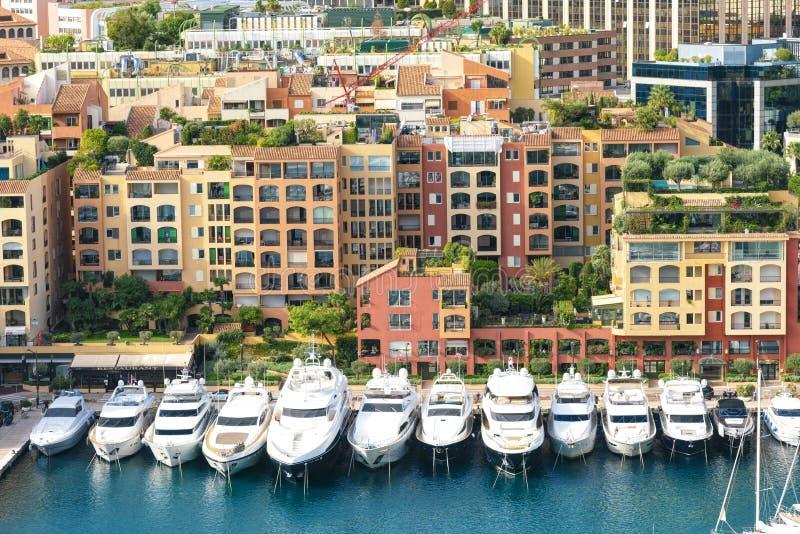 Barcos luxuosos brancos em Mônaco fotos de stock royalty free