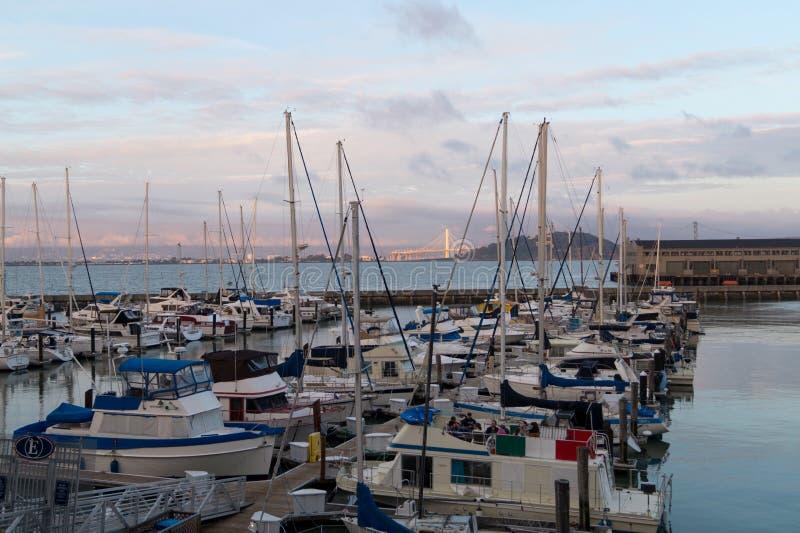 Barcos na área da baía fotografia de stock