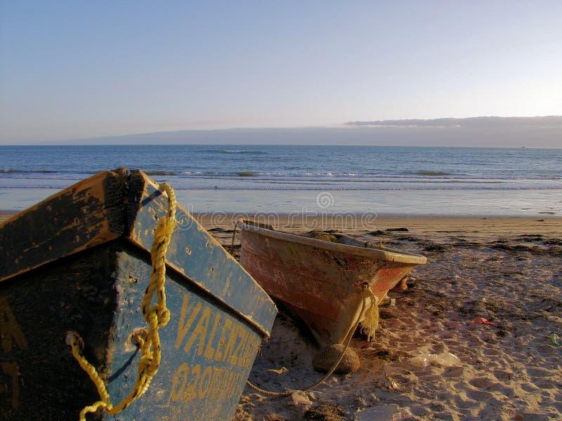 Barcos na praia fotos de stock royalty free