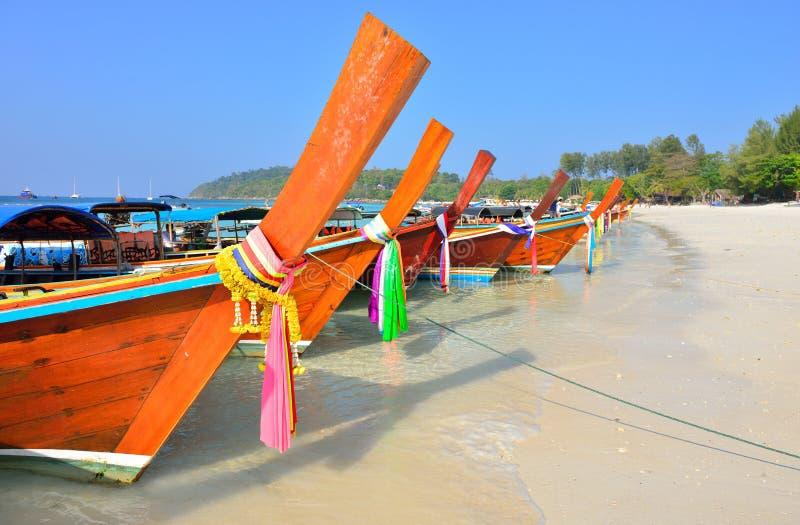 Barcos na praia bonita, ilha de Lipe imagem de stock