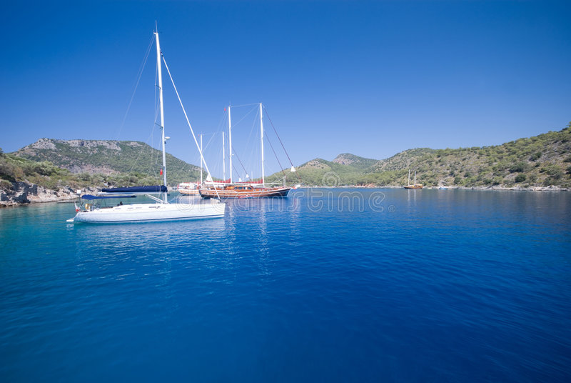Barcos no mediterrâneo fotos de stock royalty free