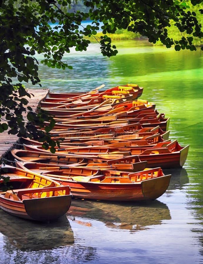 Barcos no parque nacional Plitvice imagem de stock royalty free