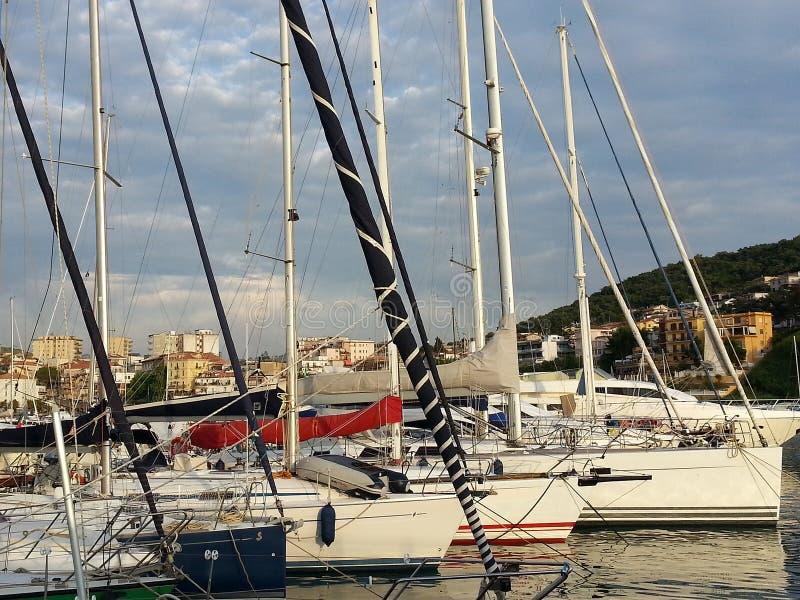 Barcos no porto de Agropoli fotos de stock royalty free