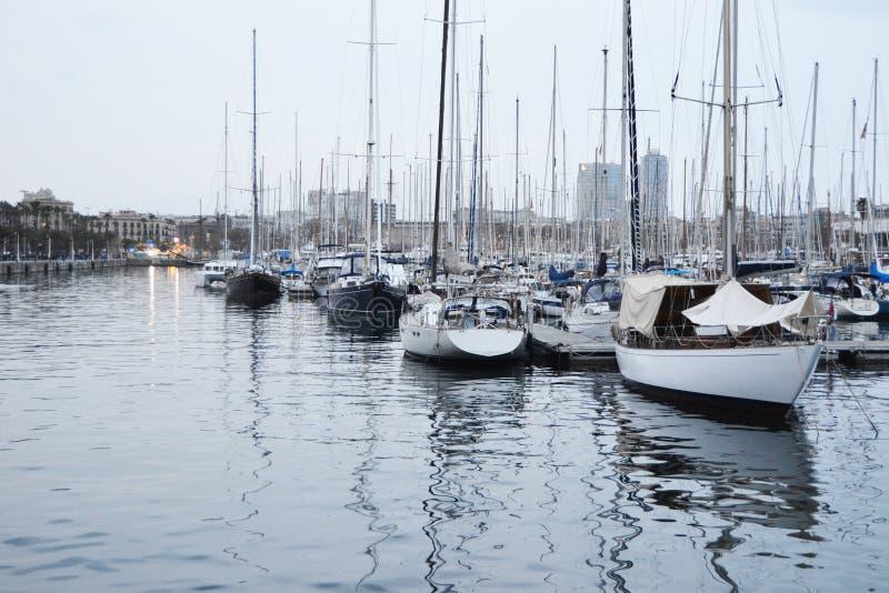 Barcos no porto de Barcelona fotografia de stock