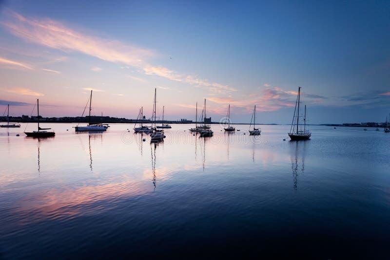 Barcos no porto de Boston imagem de stock royalty free