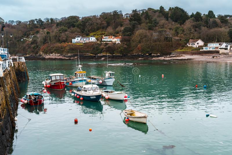 Barcos no porto de Rozel, jérsei, ilhas channel, Reino Unido, Europa foto de stock