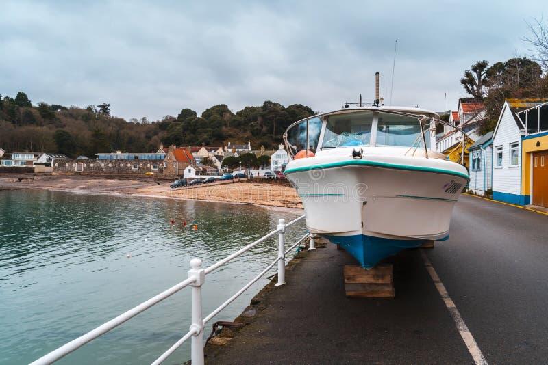 Barcos no porto de Rozel, jérsei, ilhas channel, Reino Unido, Europa fotos de stock royalty free