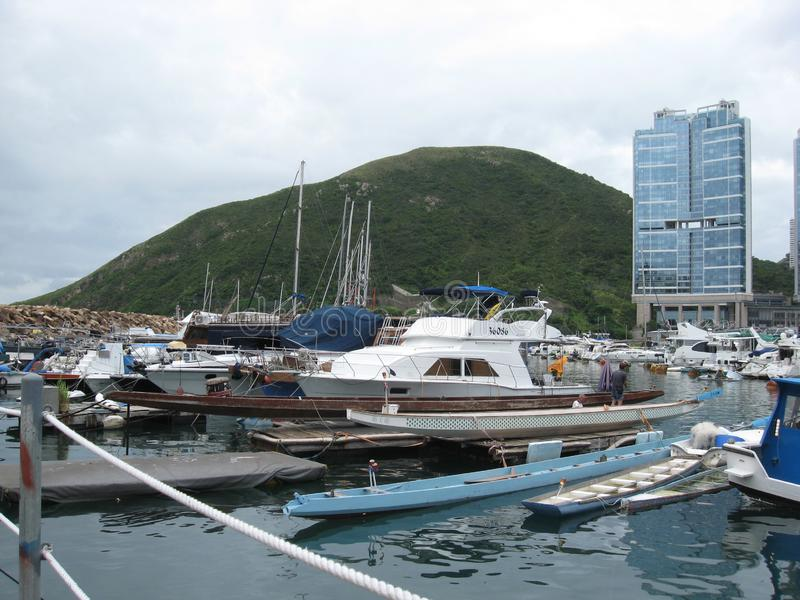 Barcos no porto em Aberdeen, Hong Kong fotografia de stock royalty free