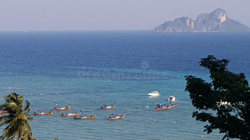 Barcos no porto, ilha do mosquito, mar de Andaman, Tailândia imagens de stock royalty free