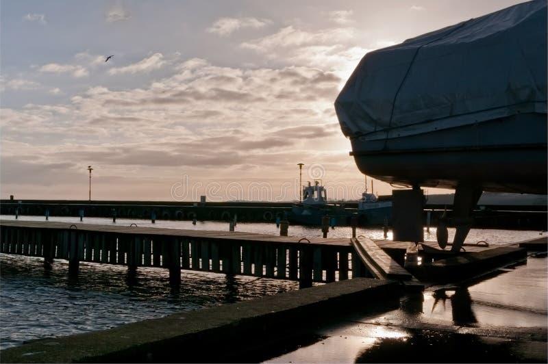 Barcos no porto Nida no inverno, recurso de Lituânia, fotos de stock