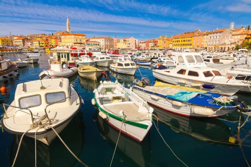Barcos no porto Rovinj Croácia imagens de stock royalty free