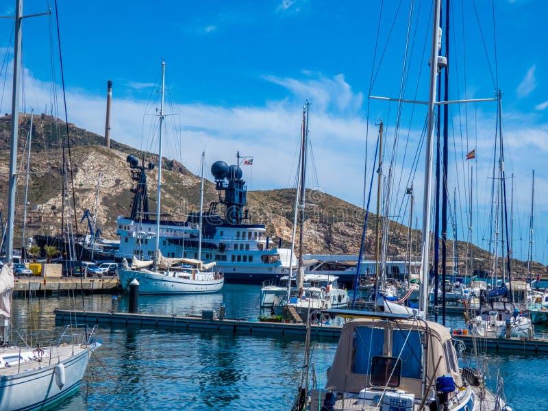 Barcos no porto velho em Cartagena, Espanha fotografia de stock