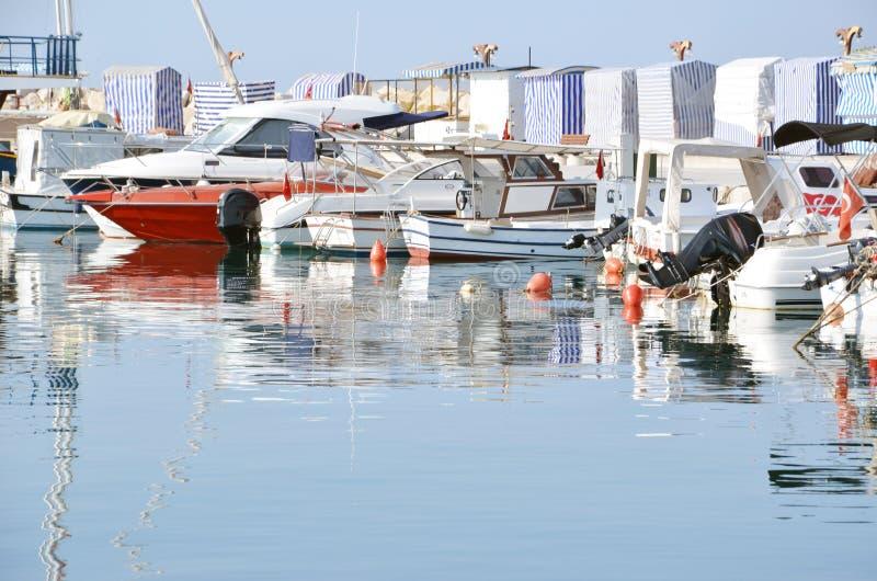 Barcos no quebra-mar foto de stock royalty free