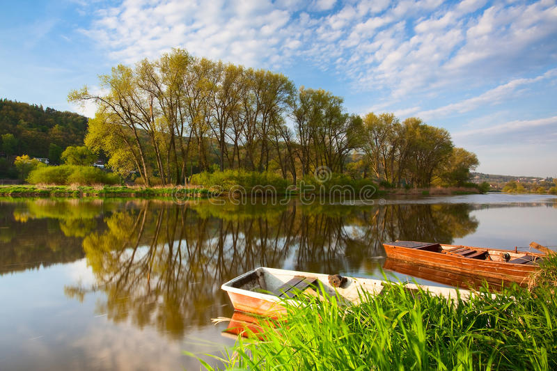 Barcos no rio foto de stock royalty free
