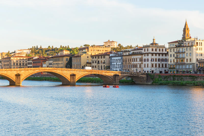 Barcos no River Arno imagem de stock royalty free