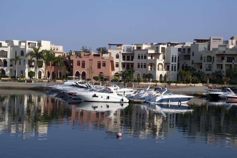 Barcos no tala BayBoats no louro do tala. O Golfo de Aqaba, Jordão. fotos de stock royalty free