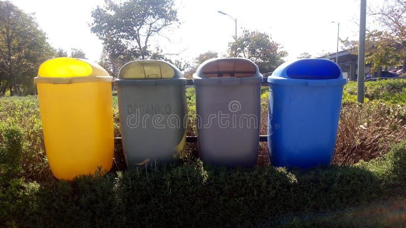 barcos para a separação do lixo fotografia de stock