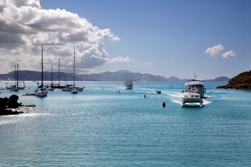 Barcos que entran en el puerto de San Juan imagen de archivo libre de regalías
