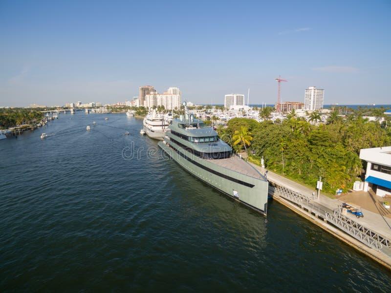 Barcos que flotan en bahía del Fort Lauderdale fotos de archivo libres de regalías