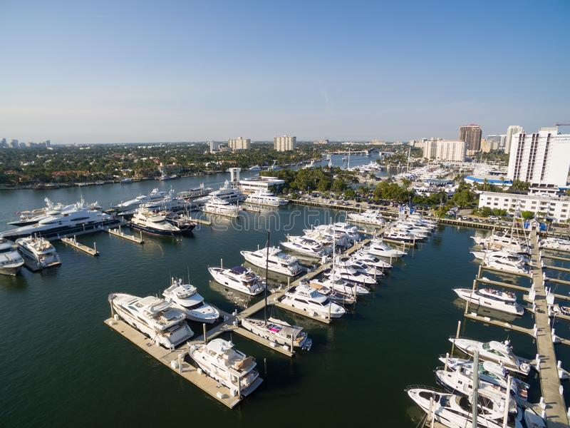 Barcos que flutuam na baía do Fort Lauderdale imagem de stock royalty free