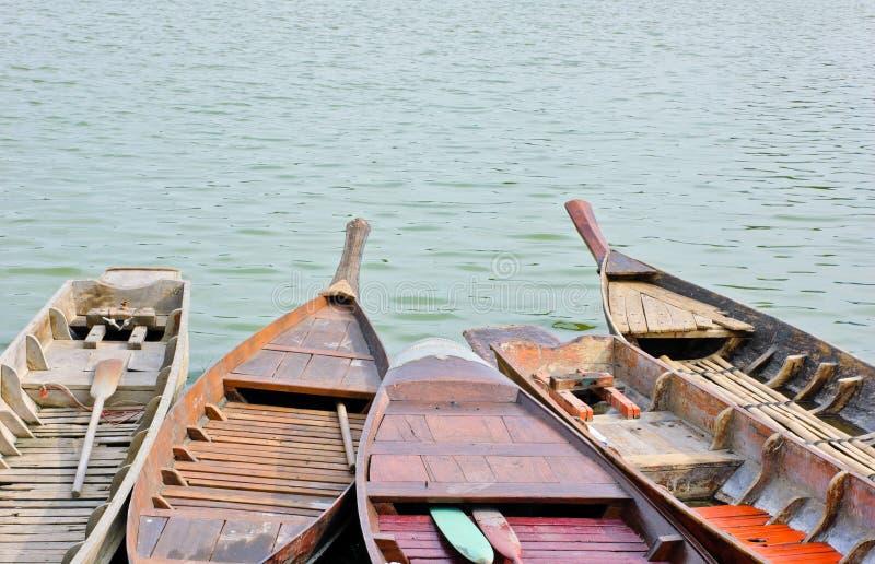 Barcos a remos tailandeses tradicionais imagem de stock royalty free