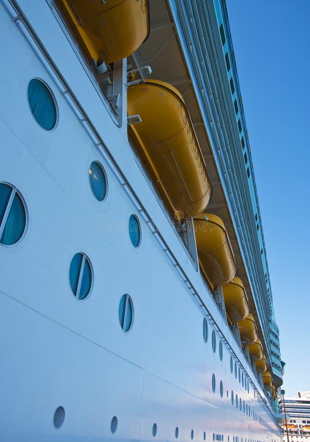 Download Barcos Salva-vidas Sobre Vigias Imagem de Stock - Imagem de vigia, azul: 12804293
