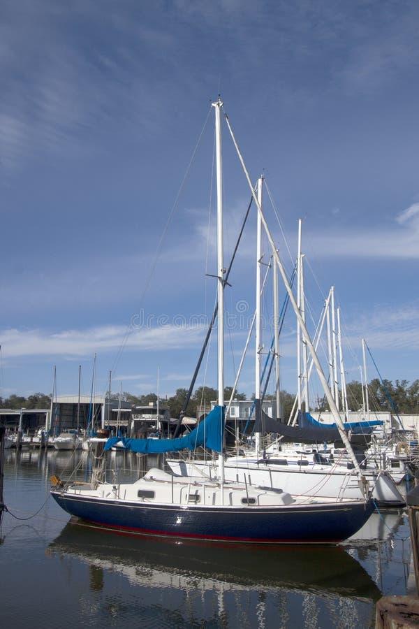 Barcos sobre lakeshore foto de stock royalty free