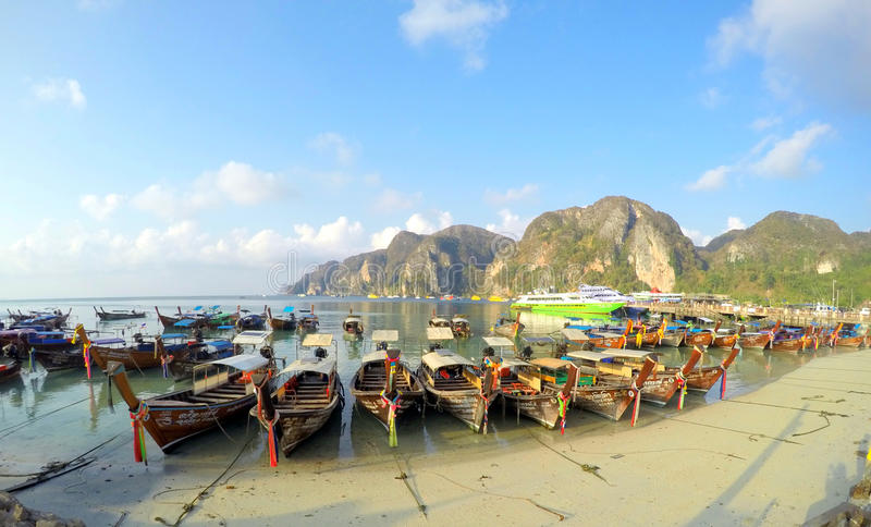 Barcos Tailandia del longtail de Koh Phi Phi Don imagen de archivo libre de regalías