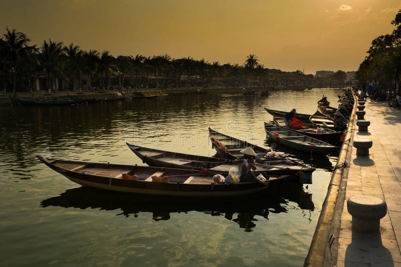 Barcos tradicionais de Vietnam, cidade de Hoi An, Vietname fotografia de stock