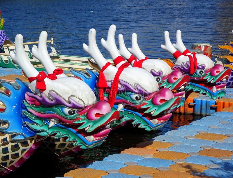Barcos tradicionales del dragón en Taiwán fotografía de archivo