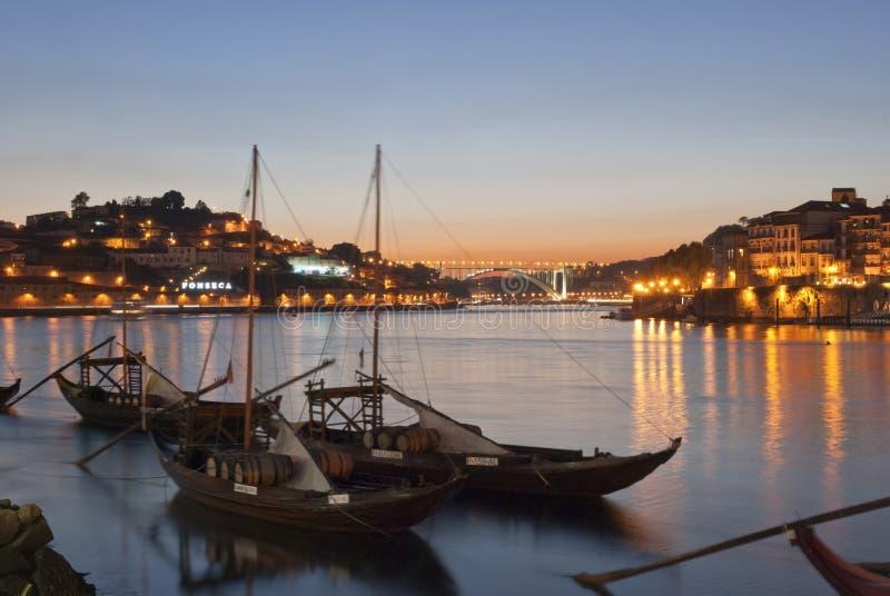Barcos tradicionales del vino de Oporto en Oporto, Portugal foto de archivo libre de regalías