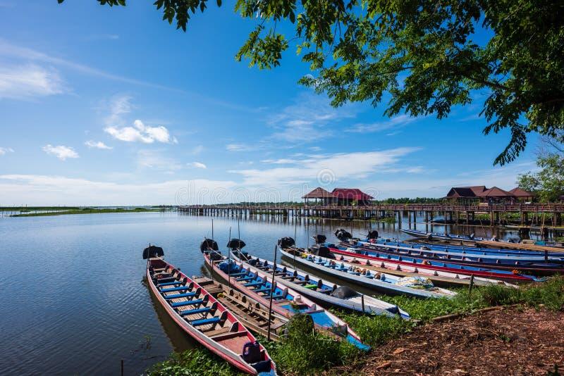 Barcos tradicionales en la reserva de Thale Noi Waterfowl fotografía de archivo libre de regalías
