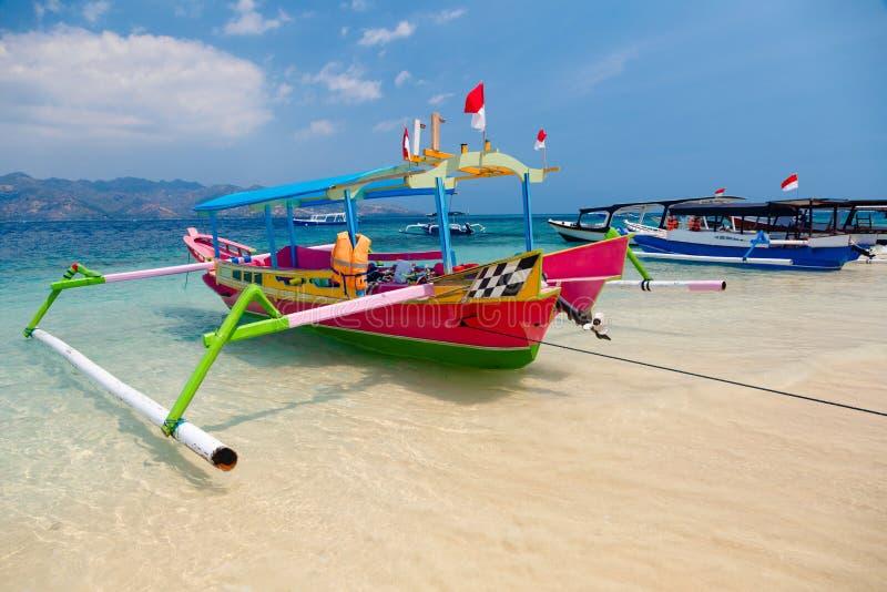 Barcos tropicales de la playa imágenes de archivo libres de regalías