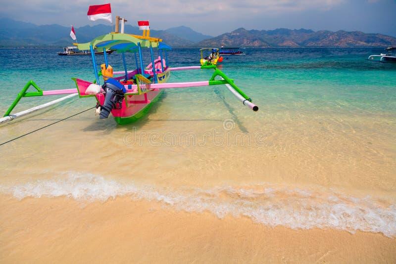 Barcos tropicales de la playa fotografía de archivo libre de regalías