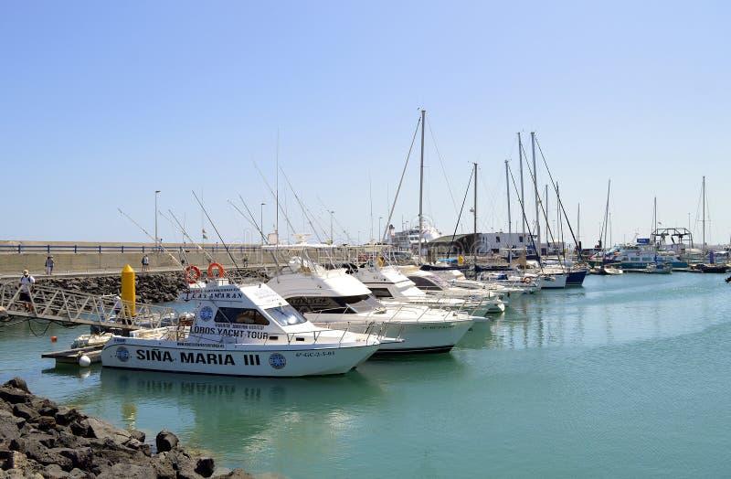 Barcos turísticos del puerto de Corralejo fotos de archivo libres de regalías