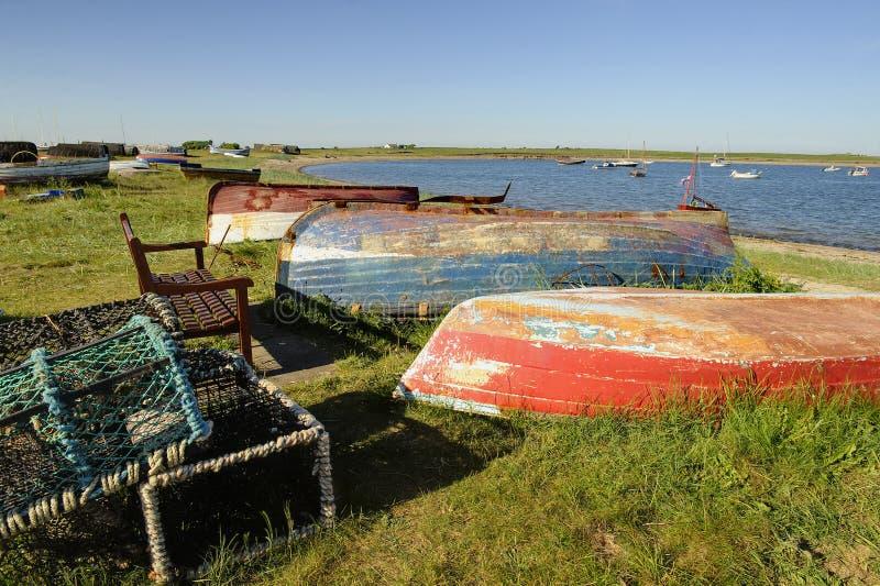 Barcos viejos coloridos vueltos hacia arriba imagen de archivo libre de regalías