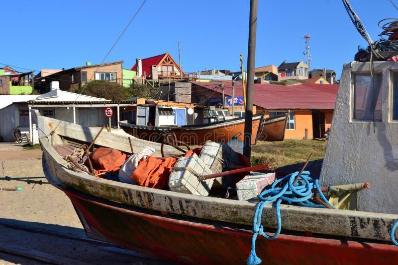 Barcos y casas fotos de archivo