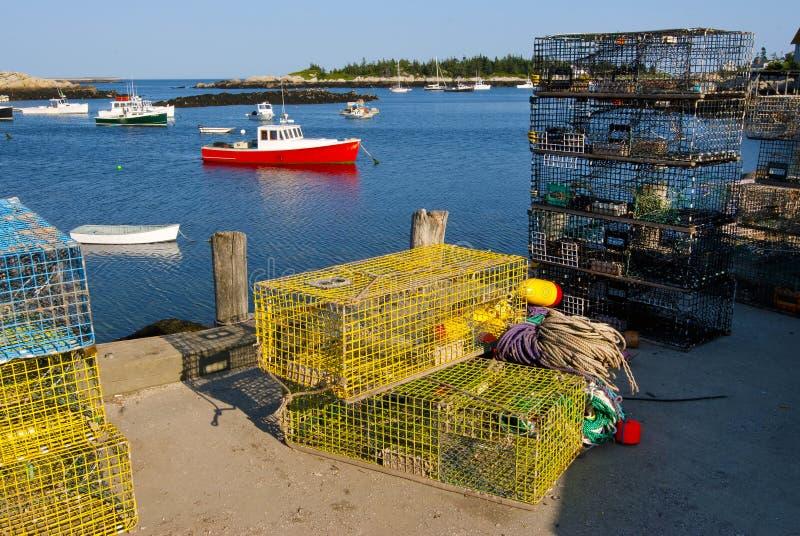 Barcos y trampas de la langosta en Maine Harbor foto de archivo libre de regalías