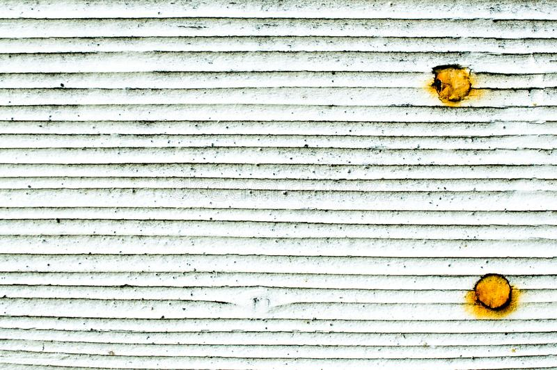 Bardeaux blancs de mur de texture de fond avec les clous rouillés images libres de droits