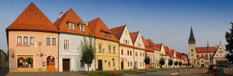 Bardejov - cidade do unesco - panorama na manhã imagens de stock
