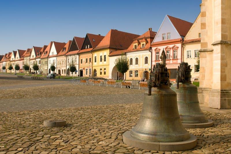 Bardejov - cidade do unesco - panorama na manhã foto de stock