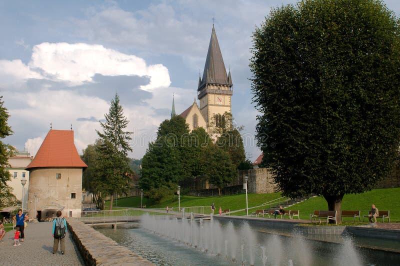 Bardejov - ciudad de la UNESCO - fuente en ciudad del centro imagen de archivo